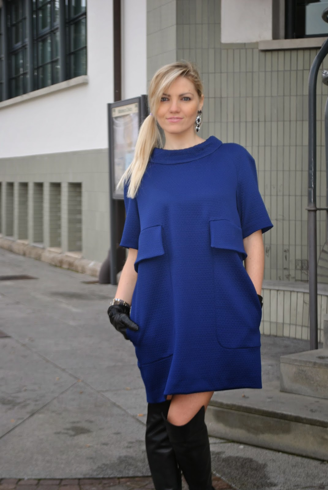 outfit cappotto a uovo outfit abito blu outfit blu come abbinare il blu outfit stivali al ginocchio outfit guanti abbinamenti cappotto a uovo abbinamenti abito blu linea anni sessanta mariafelicia magno fashion blog italiani fashion blogger italiane stivali al ginocchio danilo di lea bracciale majique  street style look book how to wear blue egg shape coat outfit blue dress '60 outfit outfit invernali outfit febbraio 2015 outfit invernali eleganti winter outfits colorblock by felymfashion bloggers italy italian bloggers girls blonde girls blue occhi blu ragazze bionde acconciatura coda laterale