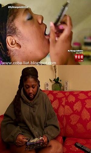 Wanita ini hobi memakan eyeshadow