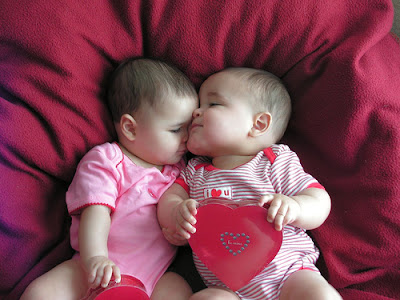Valentine Kids Kissing pictures