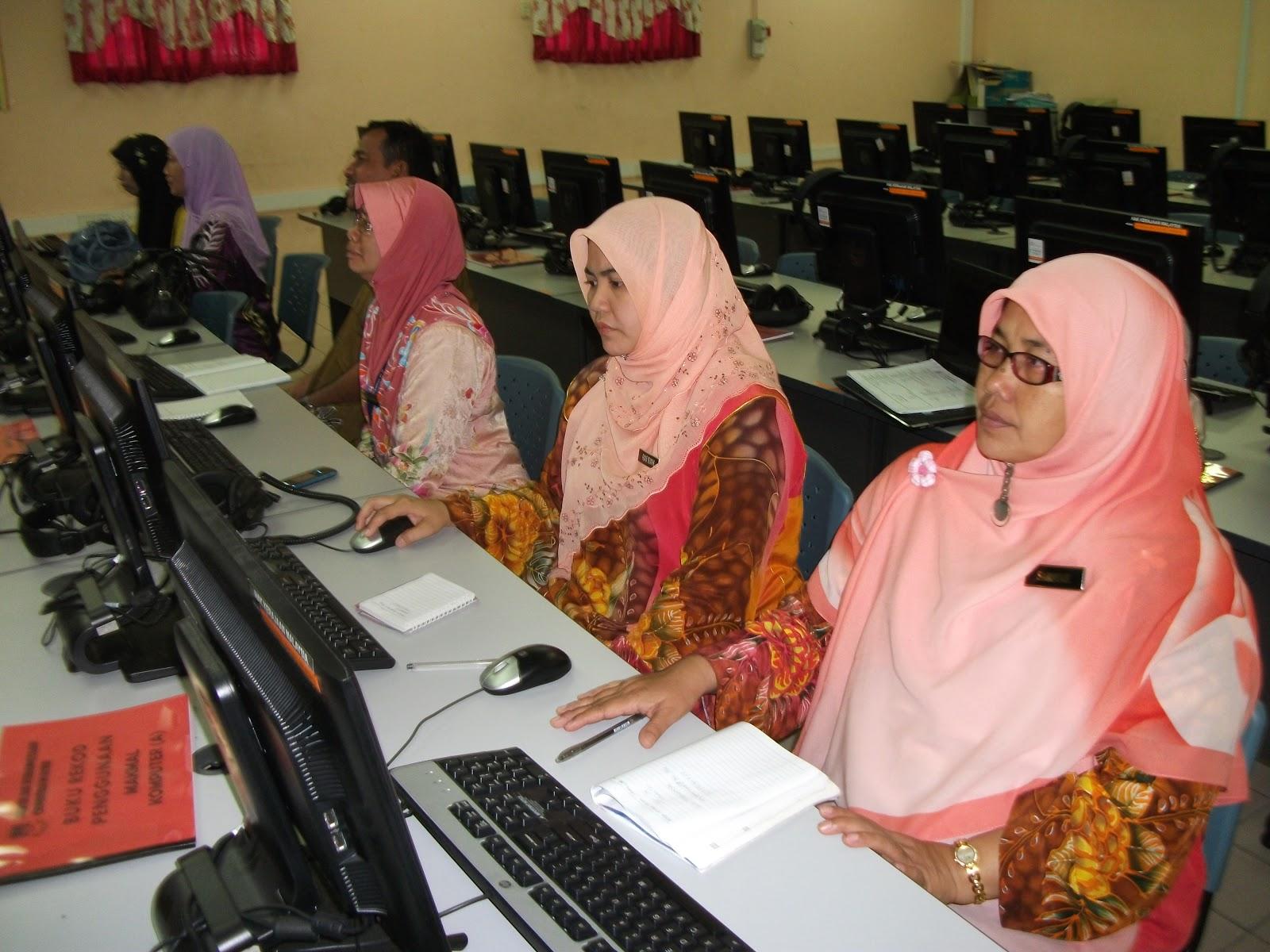 Kursus Frog VLE 1BestariNet 2012 untuk Guru-guru Panitia Bahasa Melayu