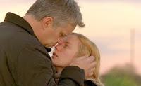 Tim Robbins y Sarah Payne en una de las escenas de 'La vida secreta de las palabras'
