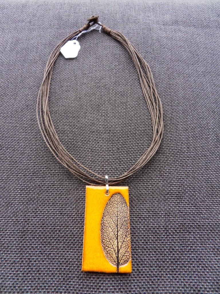 Naszyjnik z liściem szałwii lekarskiej