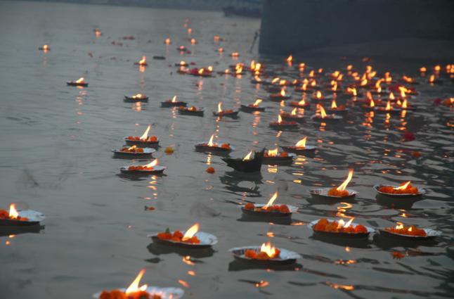 Diwali Par Ajmayen Ye Totke