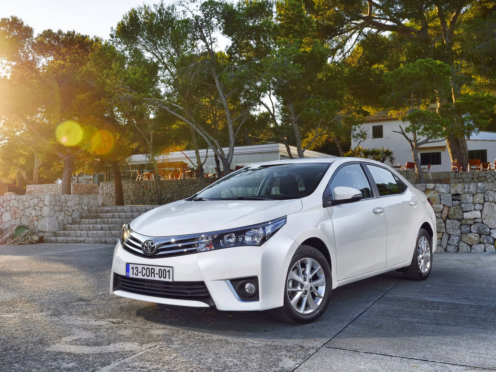 Toyota launched corolla xli and gli new shape in 2014 model see latest hd photos of corolla model and make them their backgrounds to beautify your desktop