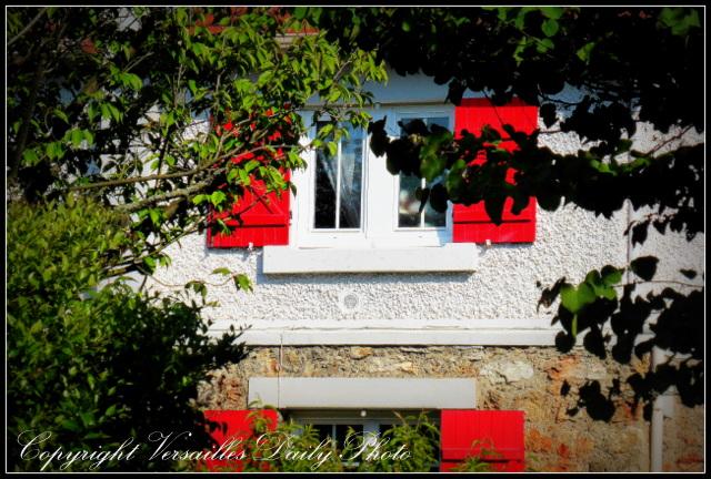 Prés aux Bois red window Versailles