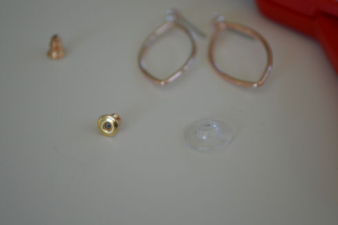 How to Remove the Plastic Discs from Your Earrings Backs | seriously-lovely.blogspot.com