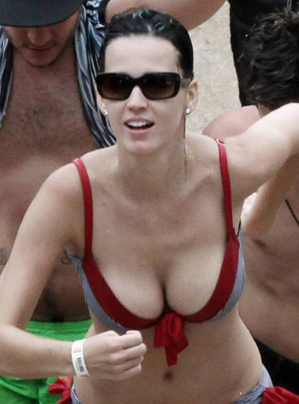 Perry hot cleavage katy