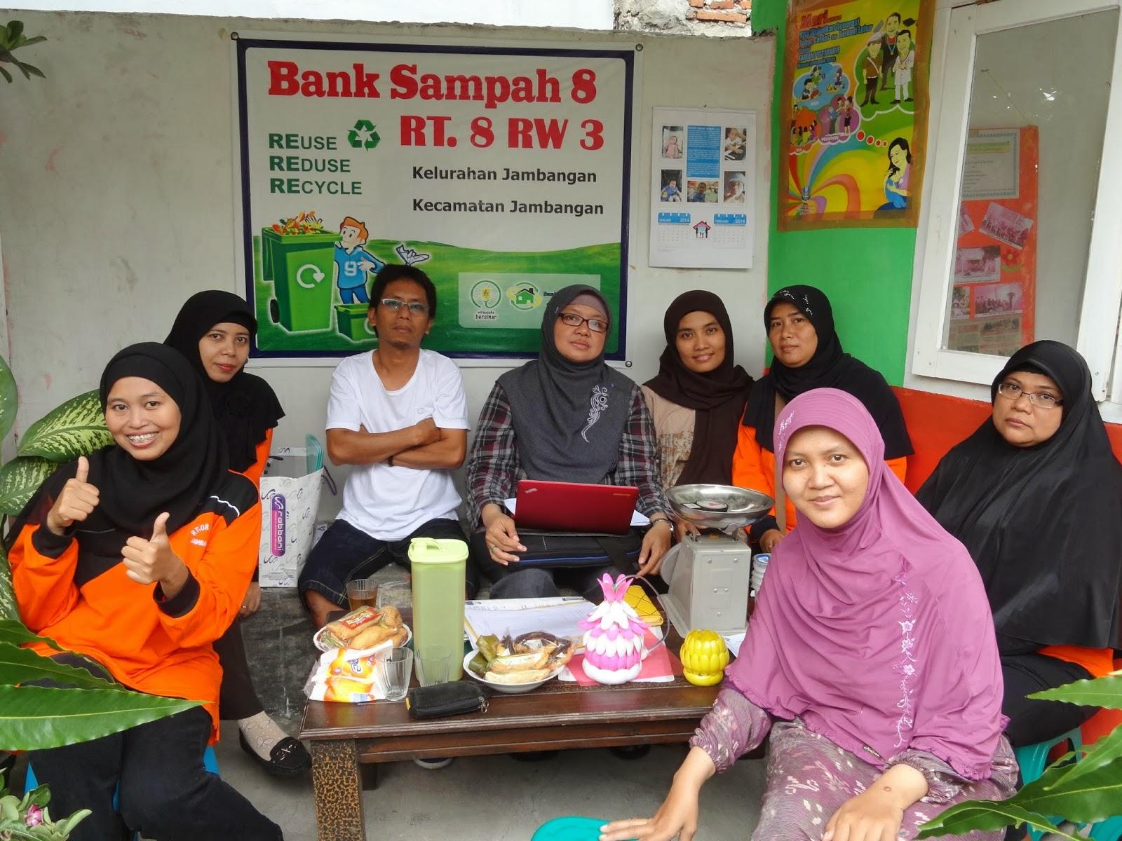 Indocement Didik Warga Kerajinan Ex-Sampah ke Surabaya dan Bogor