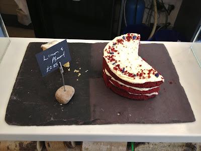 Cake slate with Red Velvet