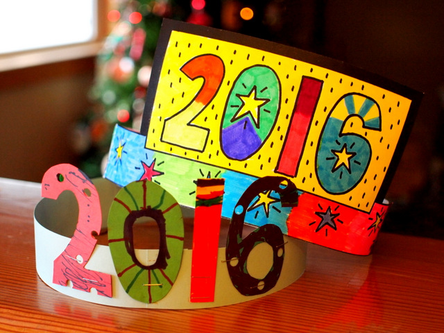 easy new years art project and craft make 2016 crowns printable included