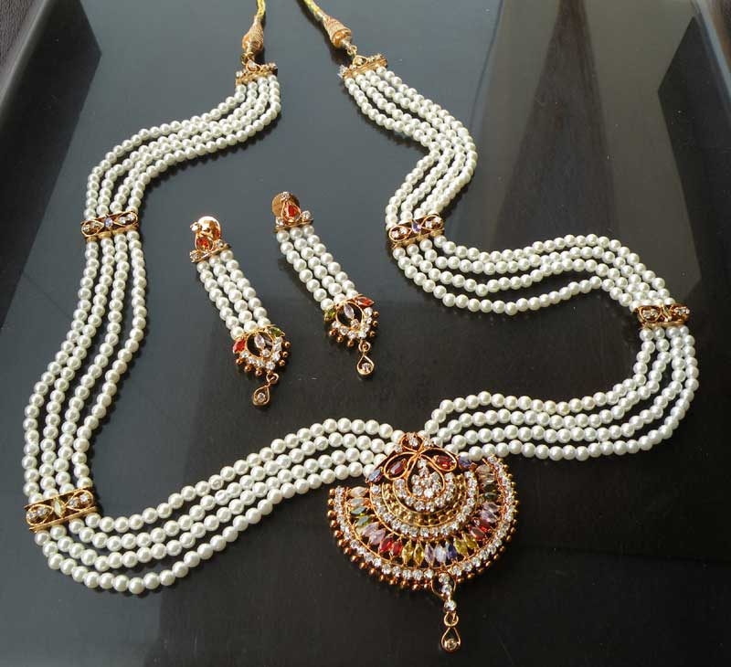 Elegance of living: Indian Pearl Necklace Designs