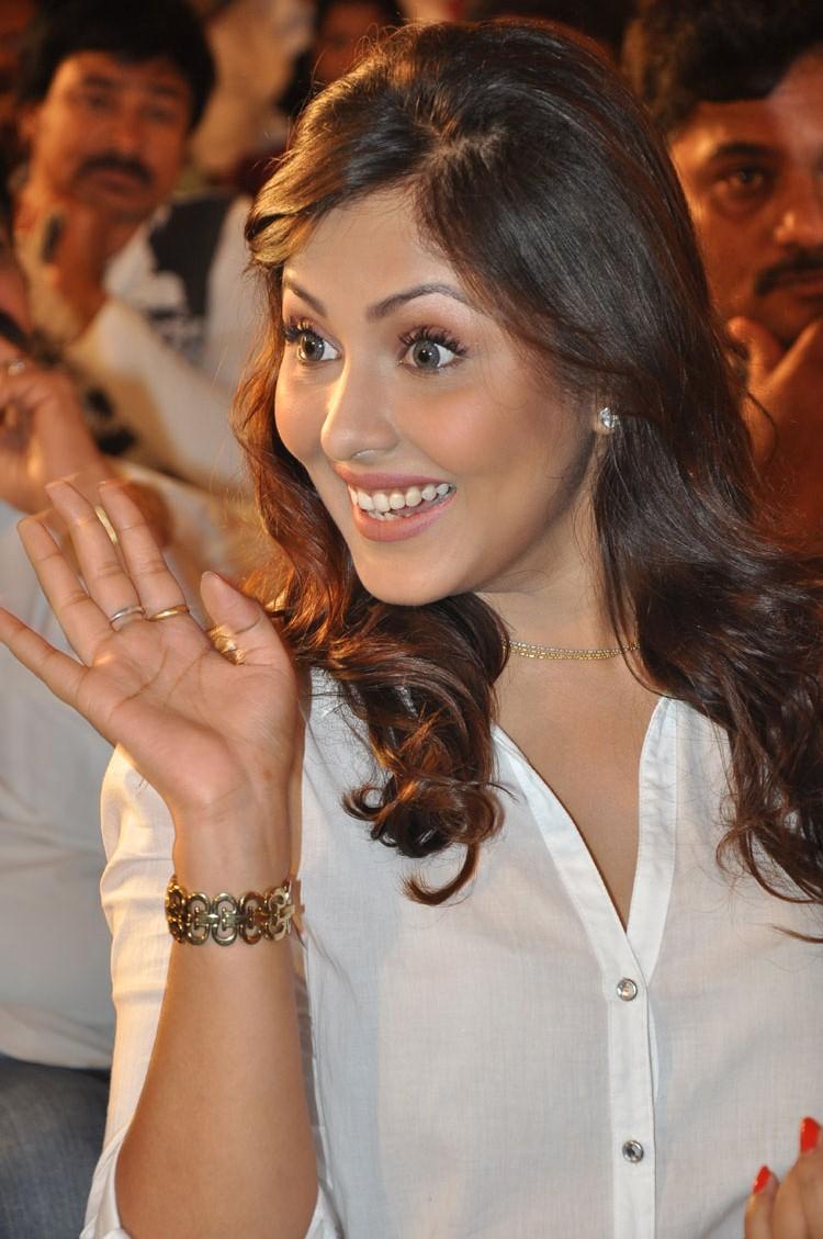 Madhu shalini latest hot pics in transparent shirt looking exotic