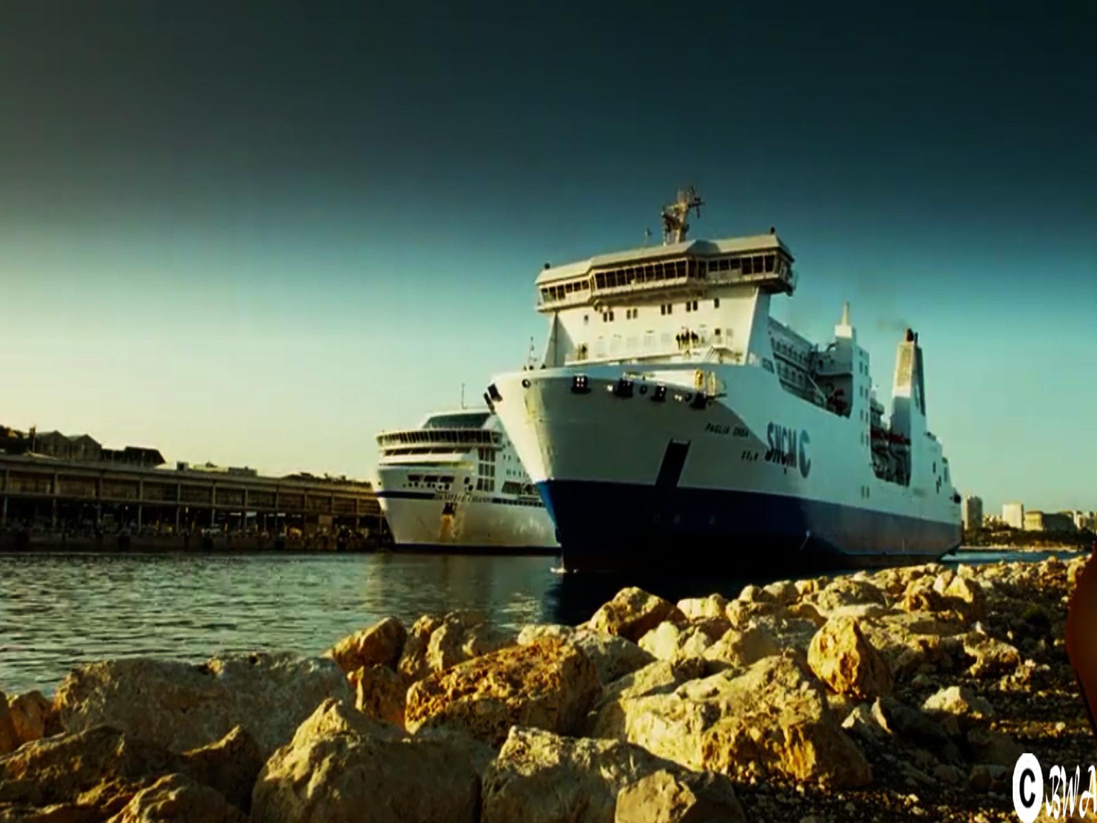 http://2.bp.blogspot.com/-5ieB9_GcIEQ/TtXELTbZgCI/AAAAAAAAA6E/eV2CwqXKX5U/s1600/harbour_Ship_at_Transporter_3-by-banditajj4-wallpaper-art.jpg