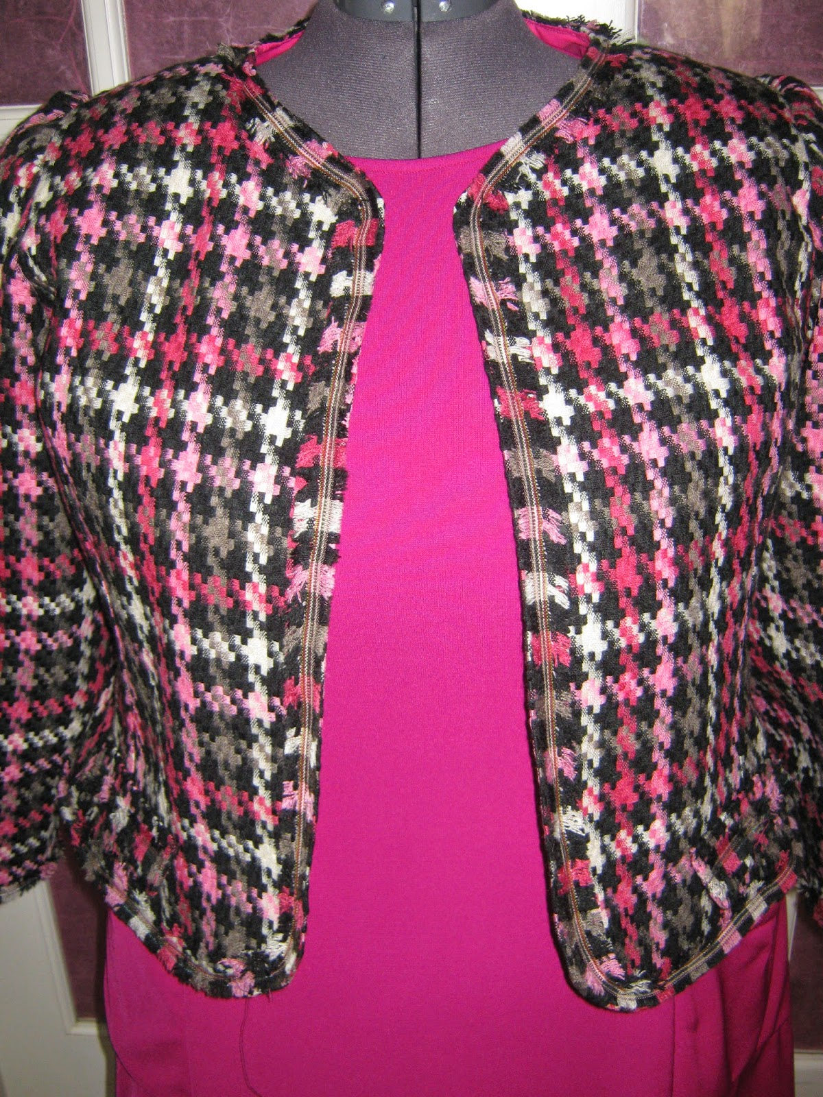 New Look 6853 Chanel style jacket  www.sewplus.blogspot.com