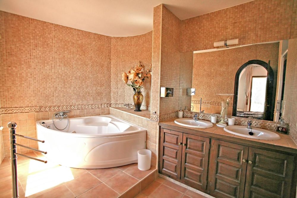 Best bathroom designs worldwide for Bathroom jacuzzi ideas