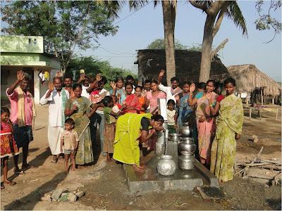 http://2.bp.blogspot.com/-5iw8bU6yqY4/T3zlPZNh_zI/AAAAAAAABKc/XtPDWxAeJI4/s1600/Indian+village+well.jpg