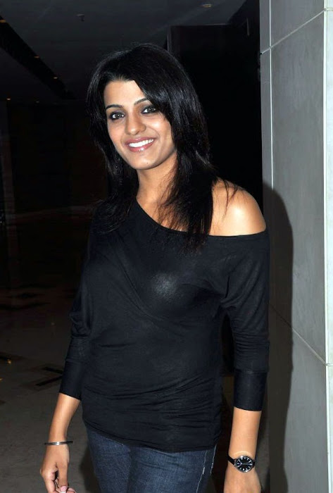 tashu kaushik looking in black dress