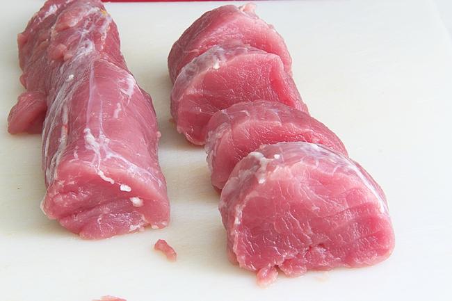Свиная вырезка, запечённая в беконе (http://www.horoshayaeda.com/)