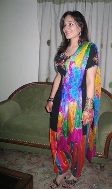 Wallpapers : Cute Beautiful Indian Desi Girl Personal Facebook Photos