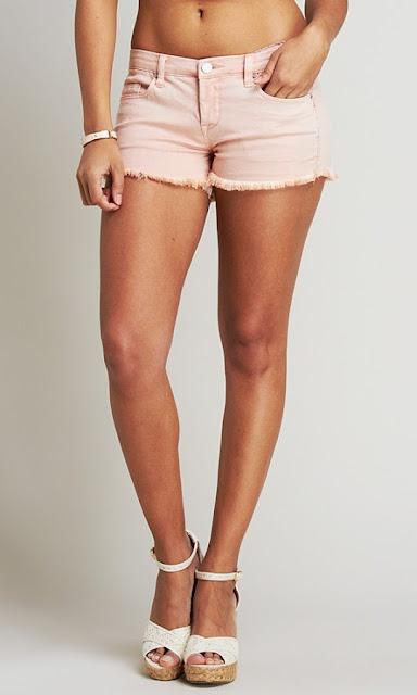ariana grande in shorts