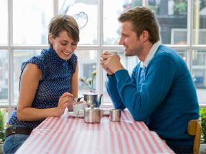 Top 5 Inexpensive Dating Ideas - places - shy couple