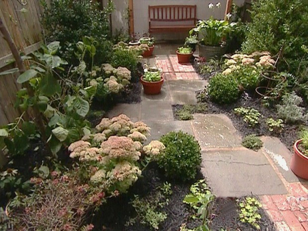 Garden design ideas for small yard source information for Small yard landscaping designs