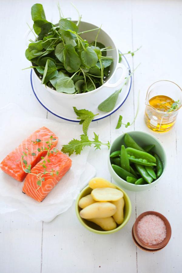 ingredientes de ensalada por separado desde arriba