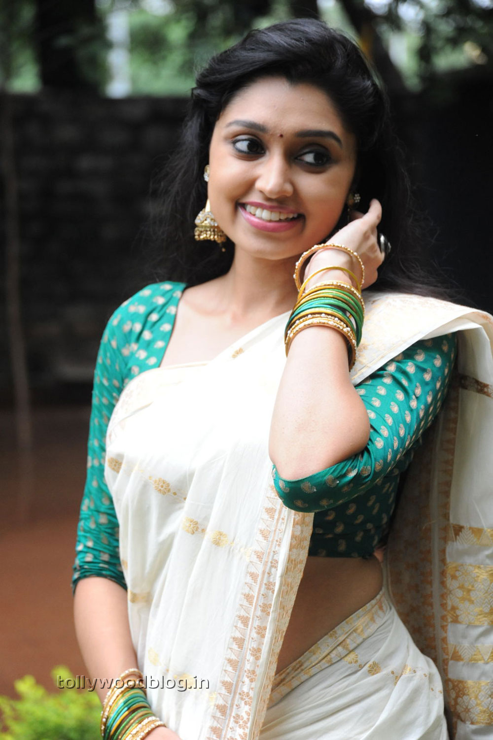 Ela Cheppanu heroine Sija Rose photos at Movie audio