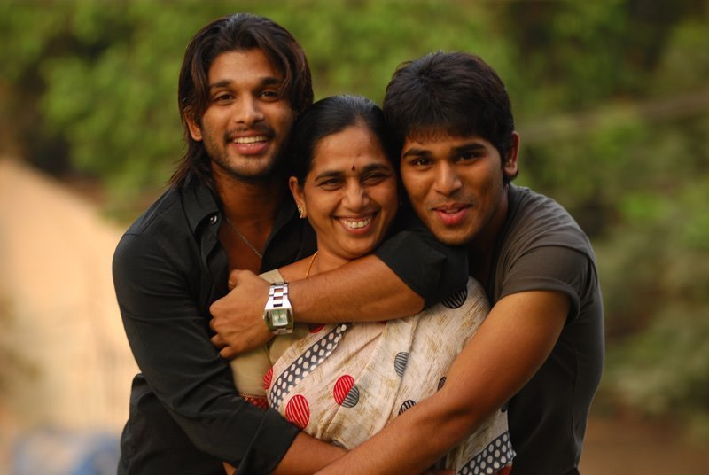 Allu Arjun Rare Childhood Young Age And Family Photos