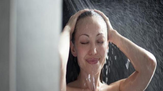 5  Manfaat Sehat Mandi Air Dingin Pagi Hari