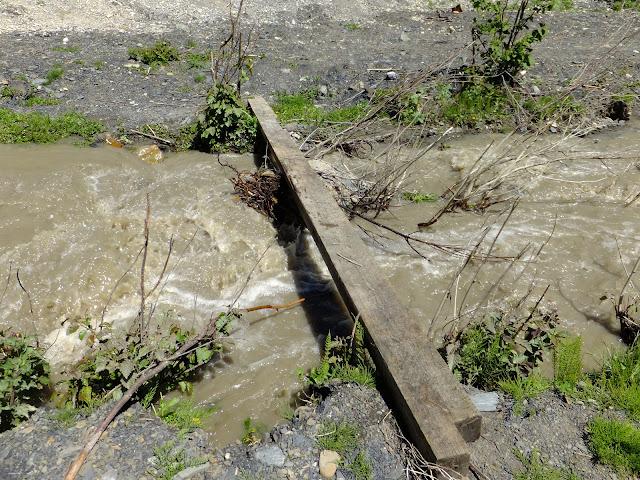 Доска через горную речку