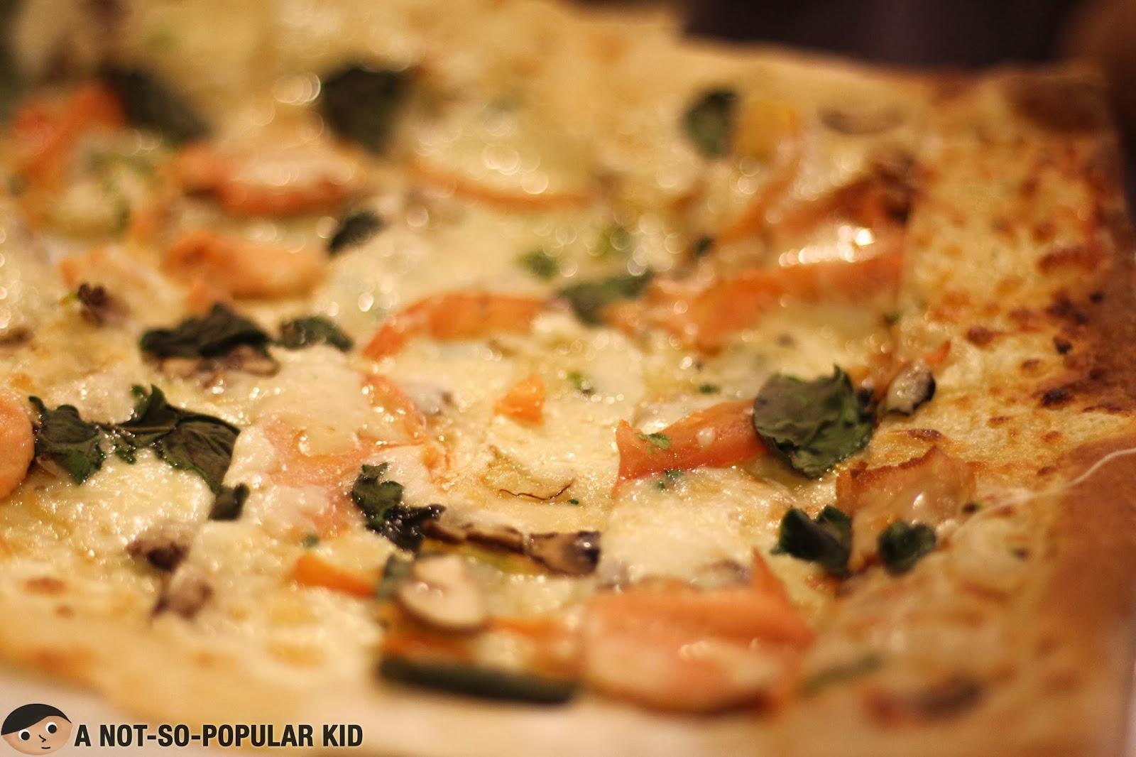 Original Antonio - Smoked salmon slices, fresh mushrooms, tomato and basil