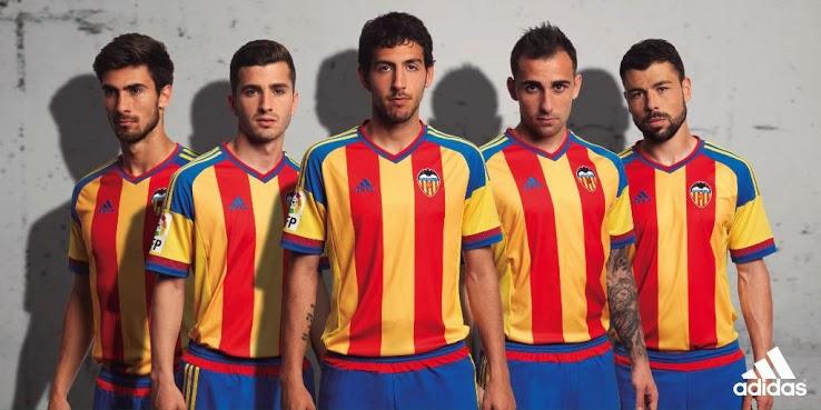 Pemain Valencia memakai jersey terbaru musim 2015/2016