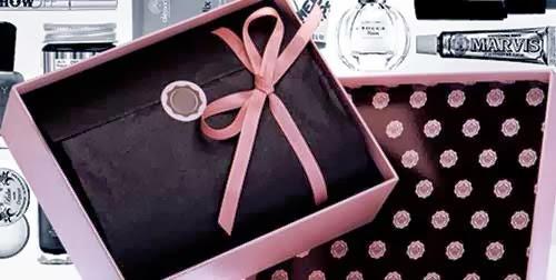 cajas de belleza negras y rosas