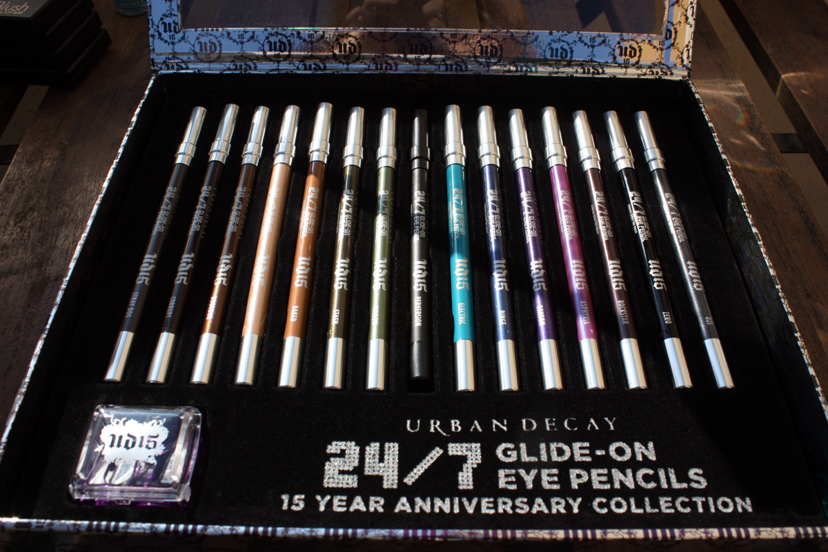 mon avis sur le coffret urban decay 24 7 glide on eye pencils sp cial 15th anniversary the. Black Bedroom Furniture Sets. Home Design Ideas