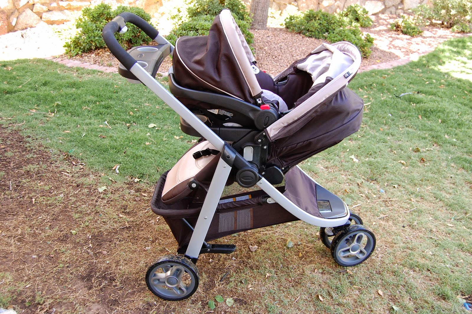 how to close a stroller graco