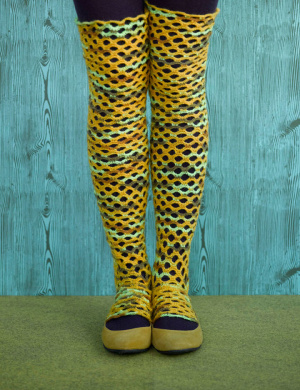 Knitting patterns: Leg warmers for women - by Darlene Michaud - Helium