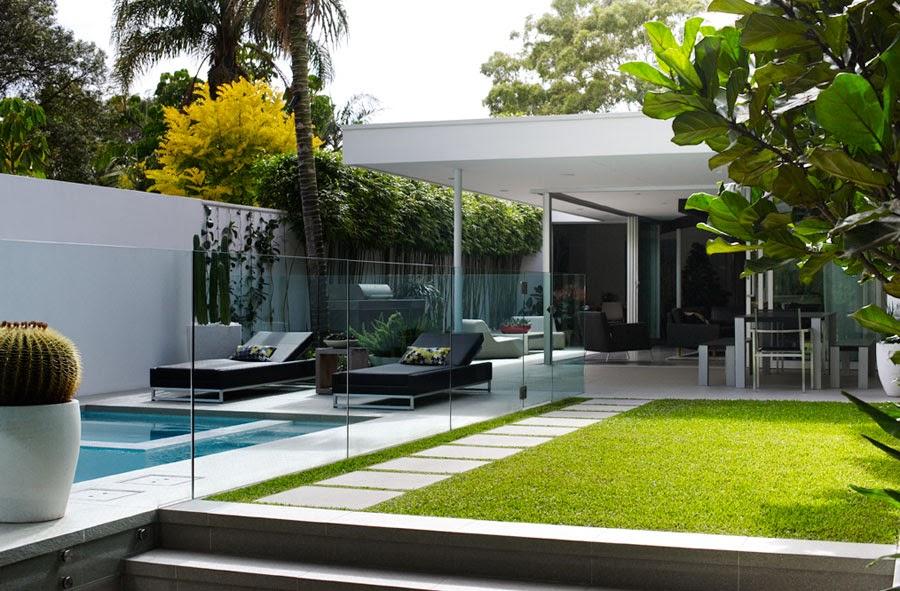 d couvrir l 39 endroit du d cor petit jardin avec piscine. Black Bedroom Furniture Sets. Home Design Ideas