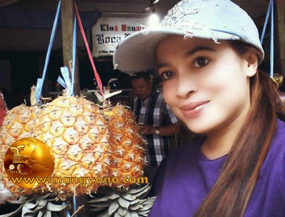 FOTO : Lurah Yuli Merdekawati dan Nanas Simadu Subang