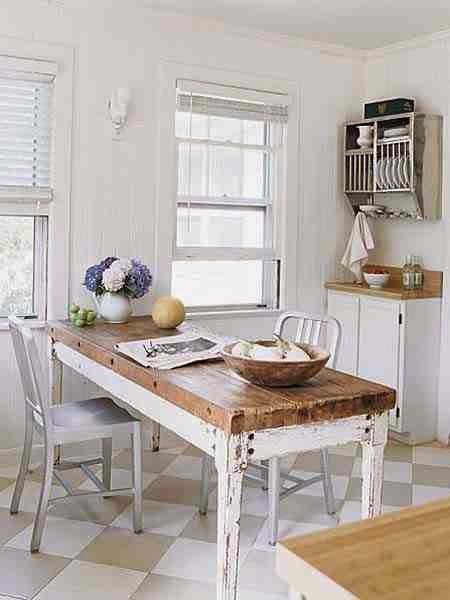 Drewniany stół, naturalne drewno, stół z drewna, blat z drewna i białe nogi