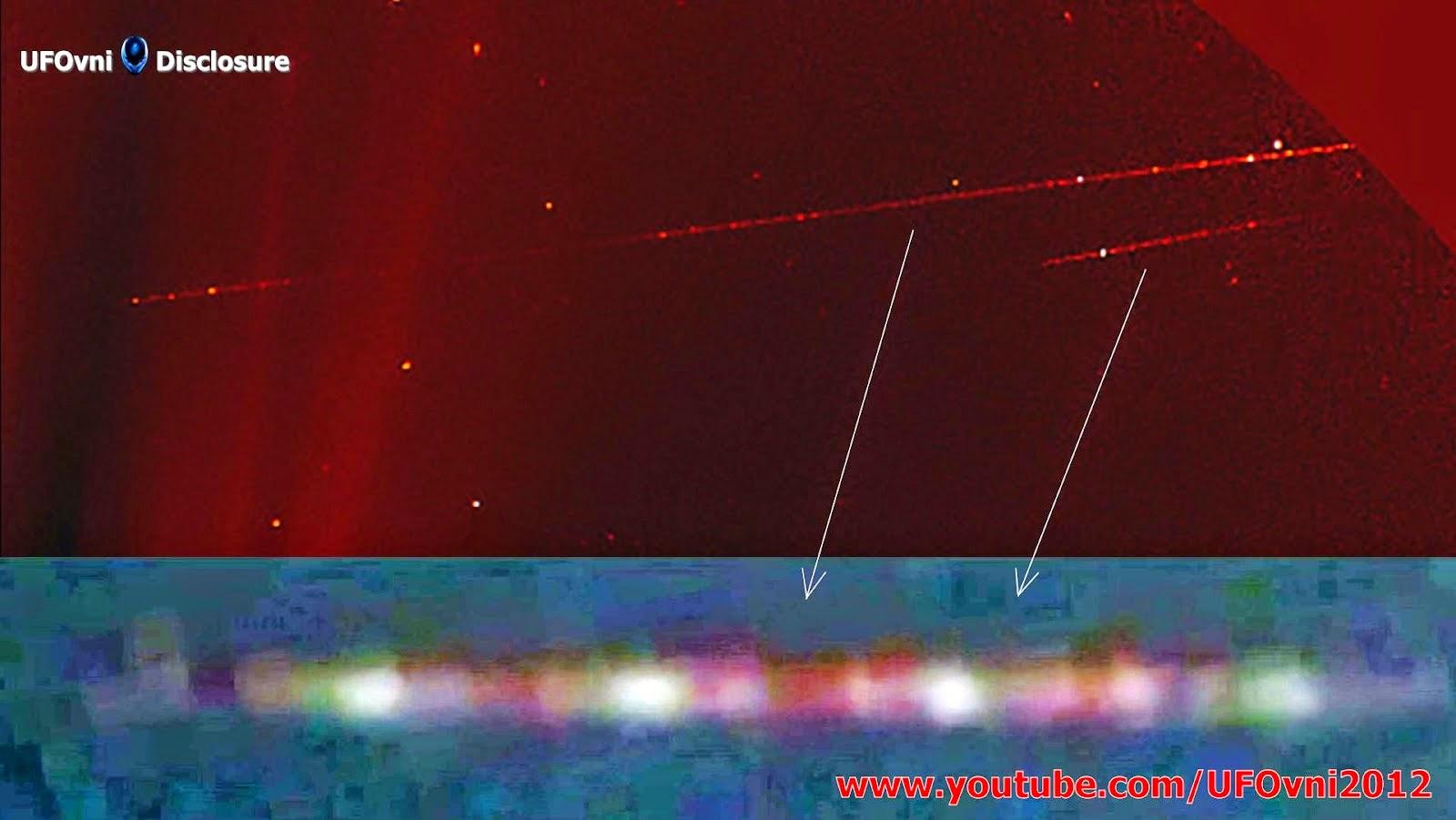 """Il est possible que ces «jeux de lumières» soient ovnis géants - """"crayons""""? Transports vaisseau pou"""