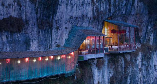Restaurant near Sanyou Cave above the Chang Jiang river, Hubei , China