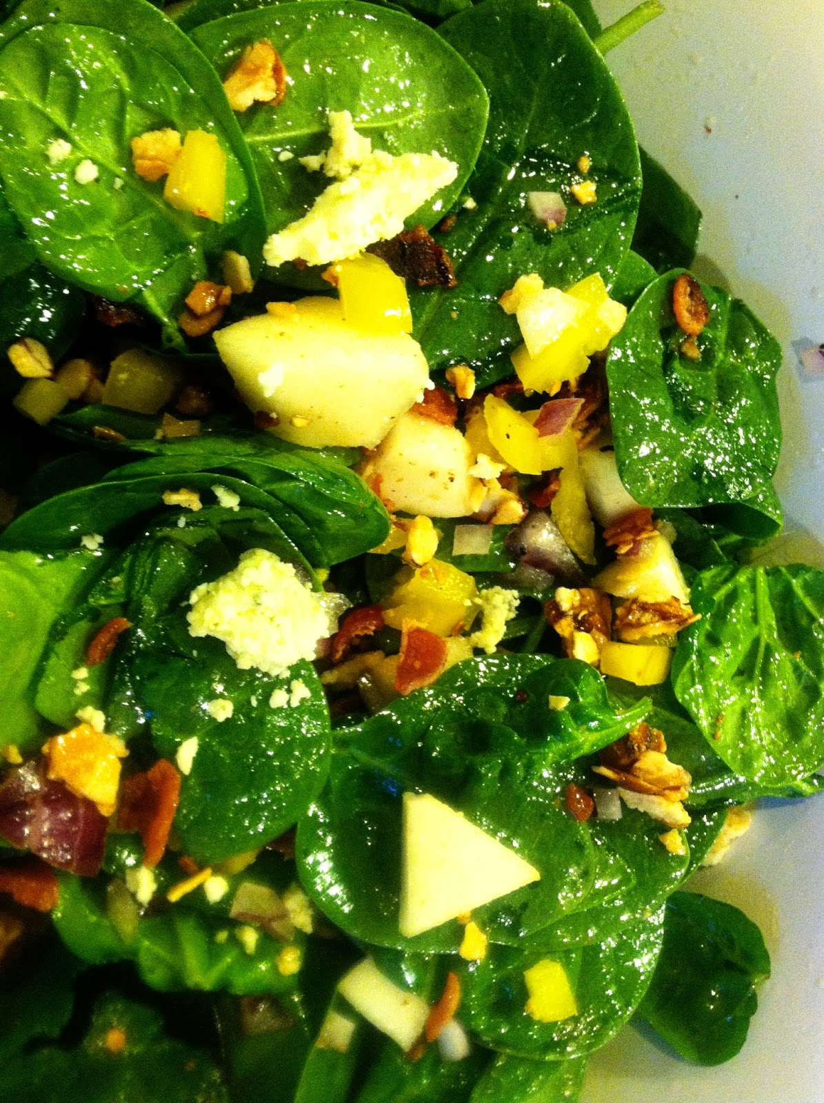 Spinach Salad with pears, bacon, blue cheese and sugared almonds ...
