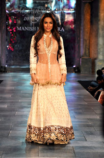 Malaika Arora grace the 'Mijwan-Sonnets in Fabric' fashion show