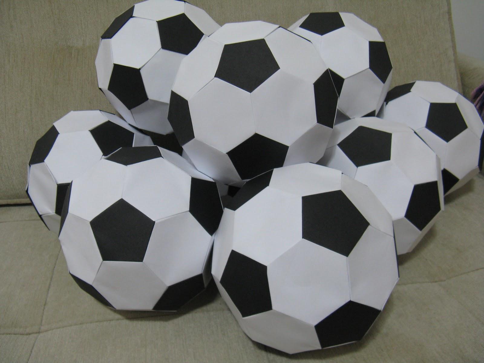 cbee0fb379 Esta encomenda de bolas de futebol