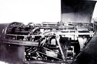 раскапотированная силовая установка и отсек вооружения ЛаГГ-3