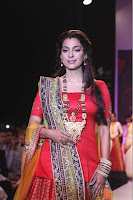 Juhi Chawla walks the ramp for Shringar at IIJW 2013