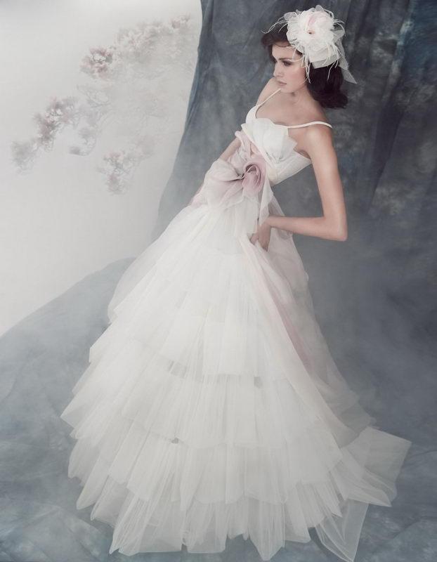 Brautkleider 2012 Brautmode: Designer Brautkleider - Die Couture ...