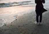 Pentru că marea este singura care pleacă şi vine înapoi într-o clipită.