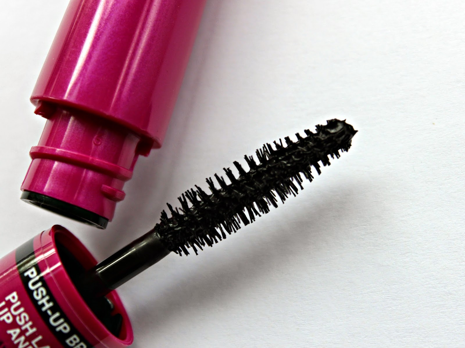 A picture of Maybelline Big Eyes Volum'Express Mascara
